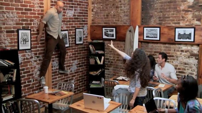 《魔女嘉莉》(Carrie)病毒营销视频 - Telekinetic Coffee Shop Surprise