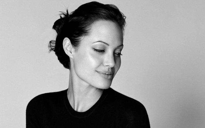 安吉丽娜·朱莉(Angelina Jolie)再出惊人之举 为降低患癌几率切除双侧乳腺