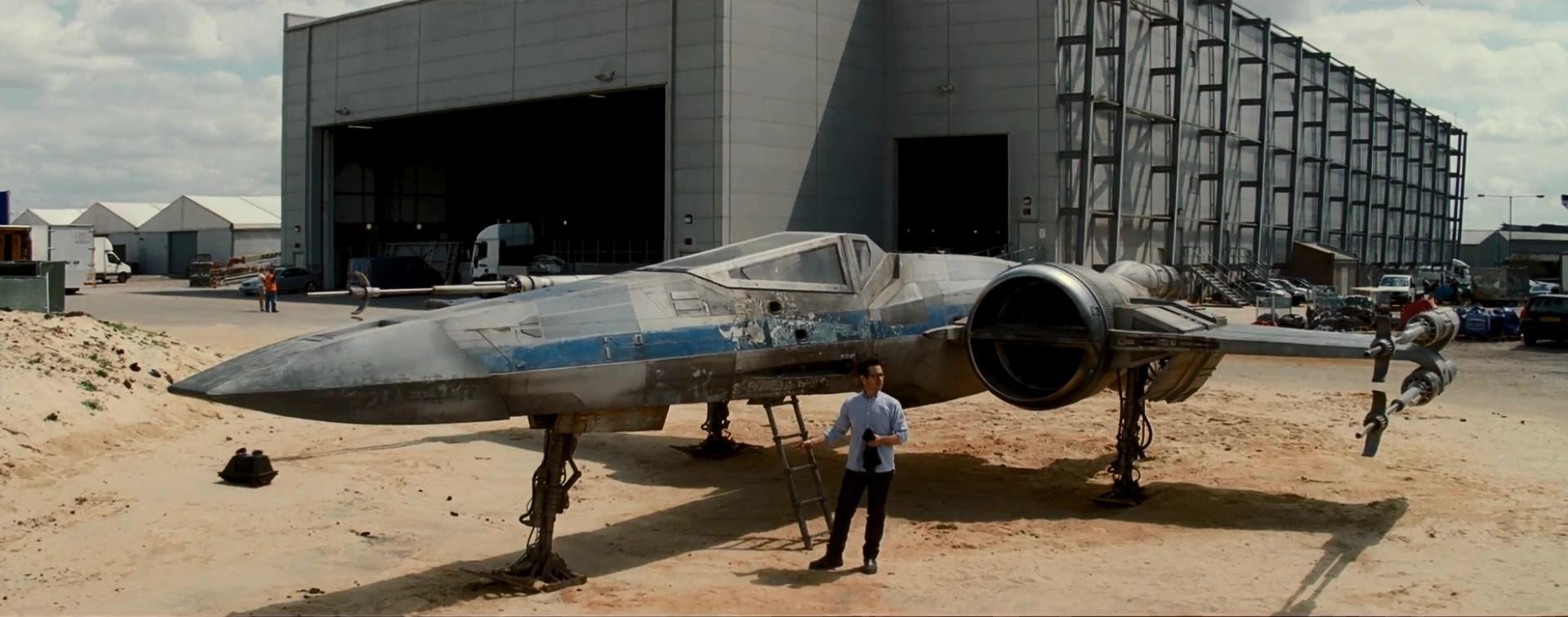 J·J·艾布拉姆斯曝光《星球大战7》全新片场X翼战机视频花絮