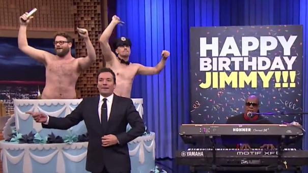 塞斯·罗根与詹姆斯·法兰科庆祝《今夜秀》吉米·肥伦生日【肥伦の生日惊喜】
