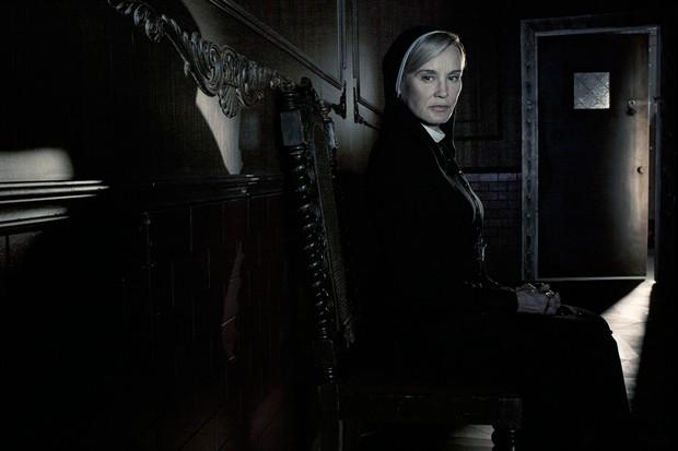 《美国怪谭》(American Horror Story)获第五季续订