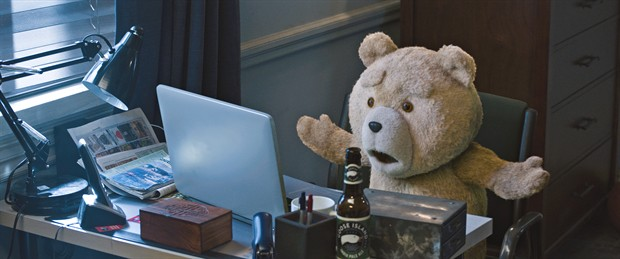 《泰迪熊2》曝全新加长版预告 泰迪又来限制级耍宝