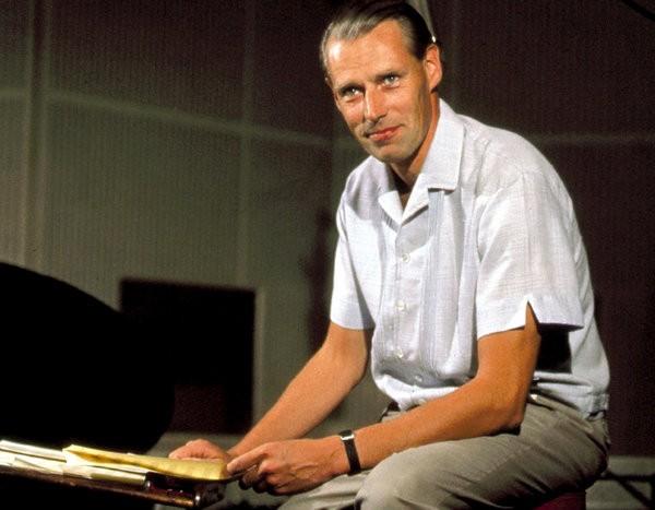 马丁在60年代初。他是为数不多的与自己录制的乐手们同样出名的流行音乐制作人之一。(Reuters)
