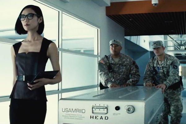 《蝙蝠侠大战超人:正义黎明》卢瑟女助理Mercy扮演者是谁? 冈本多绪介绍