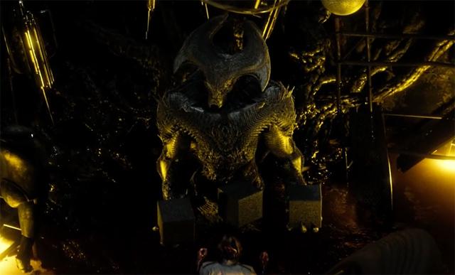 《蝙蝠侠大战超人:正义黎明》首曝删减镜头 新怪兽现身身份成谜