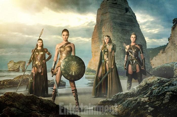 《神奇女侠》(Wonder Woman)曝新照 四位女战士曝光 盖尔加朵持剑持盾亮相