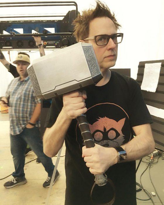 """""""雷神""""或客串《银河护卫队2》 詹姆斯古恩发图手持大锤 或为《雷神3》铺路"""