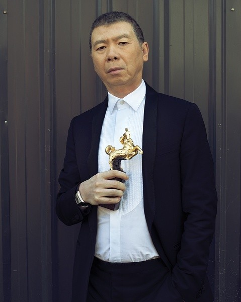 冯小刚签约好莱坞三大经纪公司之一美创新艺人经纪公司 (CAA)