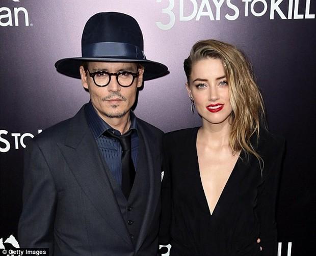 约翰尼·德普(Johnny Depp)与艾梅柏·希尔德(Amber Heard)签离婚协议将支付女方700万