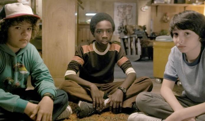 Netflix宣布续订《怪奇物语》第二季 先导预告片曝光 关键词暗示剧情走向