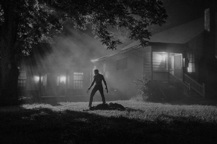 《金刚狼3》(Logan)再曝黑白剧照狼叔亮爪