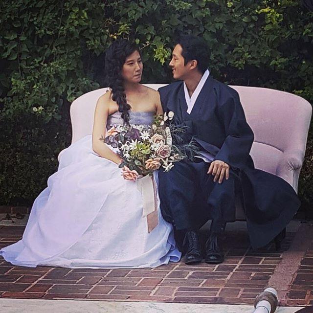 """""""格伦""""史蒂文·元与女友结束爱情长跑洛杉矶完婚 传统韩服迎娶女友"""