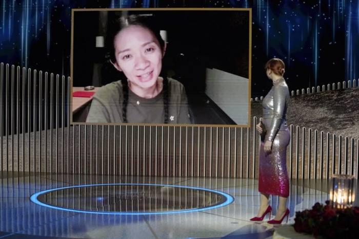 赵婷是继芭芭拉·史翠珊(《燕特尔》)之后,史上第二位获得金球奖最佳导演奖的女性