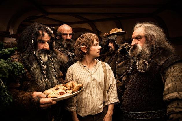 《霍比特人》曝新剧照 巴金斯与矮人聚餐