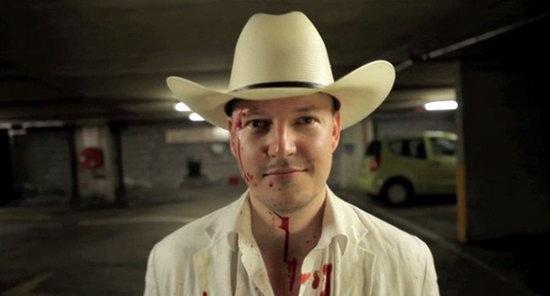 导演汤姆·希克斯将在《人体蜈蚣3》中本色出演