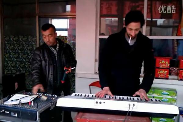 冯小刚《一九四二》小花絮:两个钢琴师