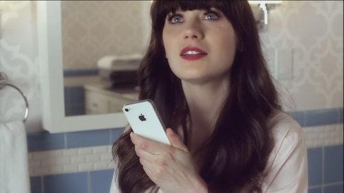 塞缪尔·杰克逊(Samuel Jackson)和佐伊·丹斯切尔(Zooey Deschanel)出演的苹果IPhone 4S Siri广告