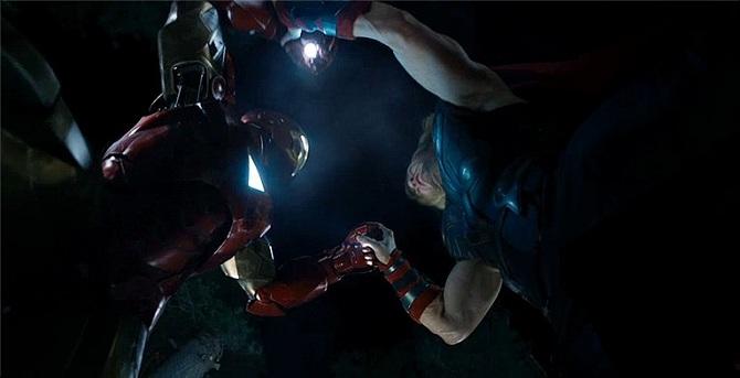 《复仇者联盟》(The Avengers)新曝双片段 洛基被俘钢铁侠雷神互殴