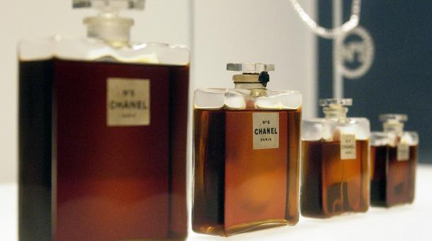 """布拉德·皮特 将代言香奈儿五号(Chanel No.5)香水 """"引爆""""时尚界"""