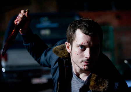 《疯子》(Maniac)血腥预告 伊利亚·伍德做人皮假发