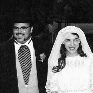 《生活大爆炸》中扮演Amy的女星马伊姆·拜力克(Mayim Bialik)离婚