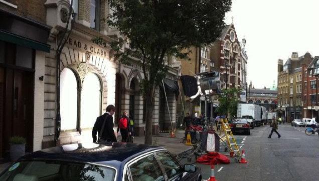 《蝙蝠侠前传3》伦敦取景 曝街战戏首批片场照