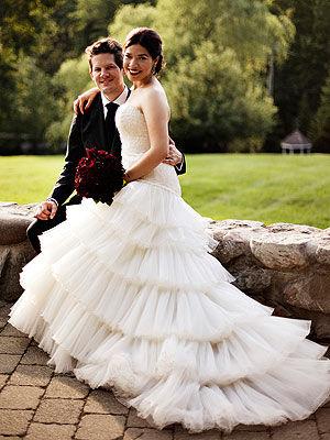 丑小鸭终变白天鹅 《丑女贝蒂》女主角大婚