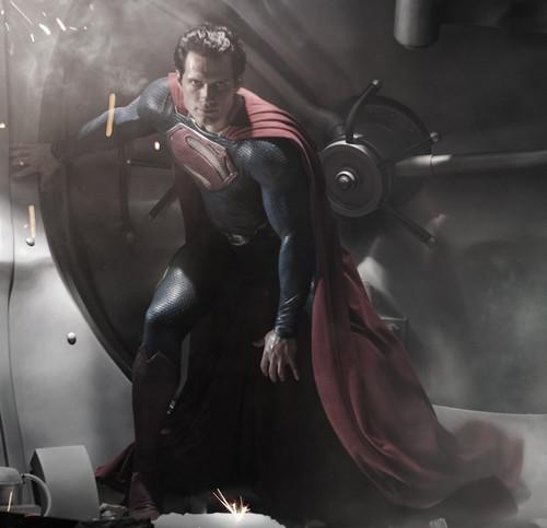 近看新超人的造型和战服
