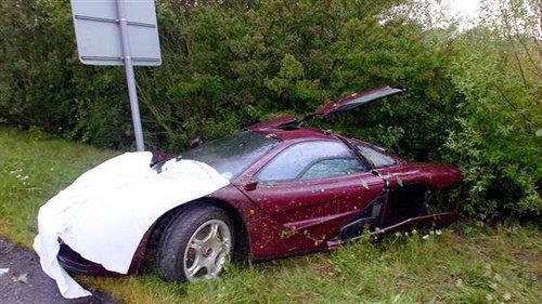 Rowan Atkinson撞坏的限量65辆价值100万美元的McLaren F1 跑车