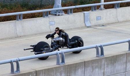 《黑暗骑士崛起》新蝙蝠车成变形金刚,变形形态大曝光