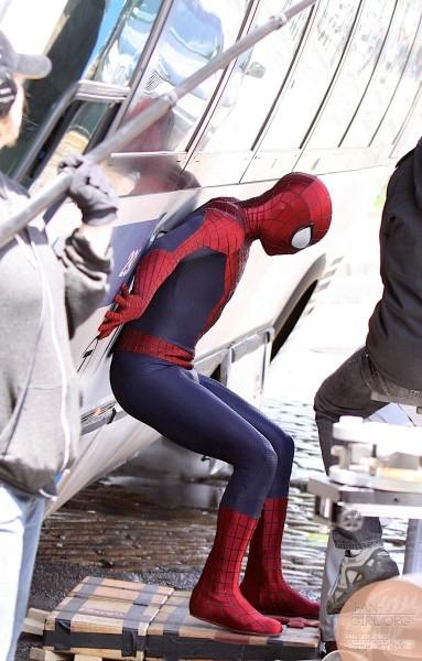 《超凡蜘蛛侠2》最新大量片场照 蜘蛛侠救巴士 犀牛人持枪街头