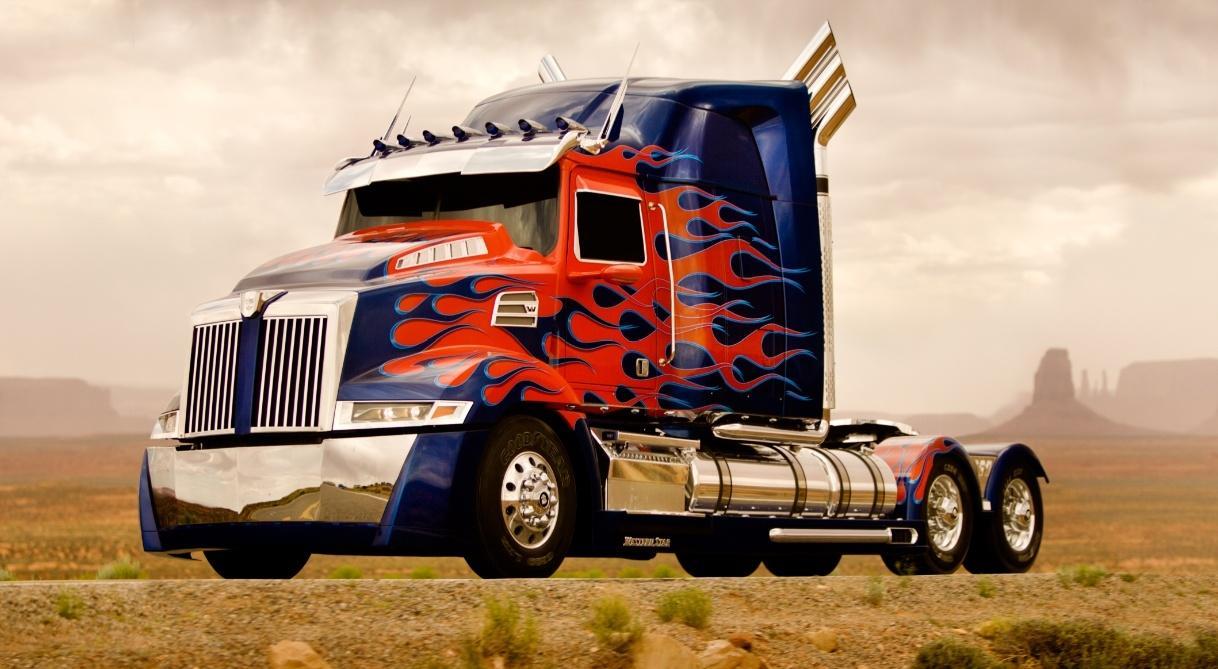 《变形金刚4》(Transformers 4)连发新照 大黄蜂复古擎天柱升级