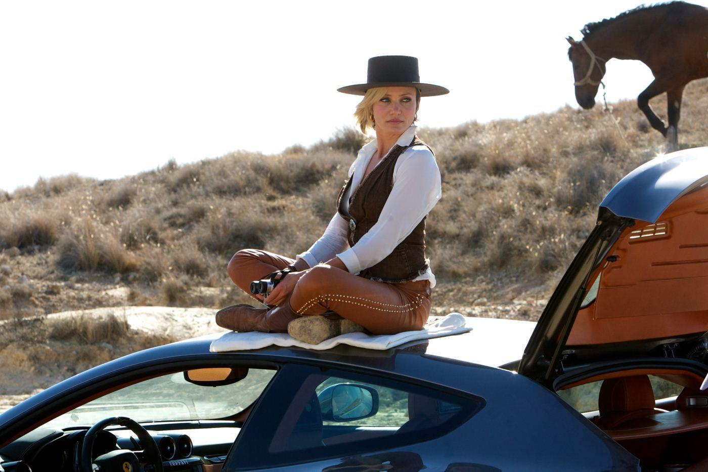 卡梅隆·迪亚茨复古出境  甜姐卡梅隆·迪亚茨女牛仔造型出现在荒凉郊野