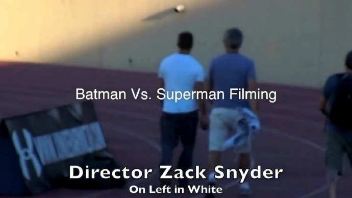 《蝙蝠侠大战超人》(Batman vs. Superman)外景曝光 导演现身拍摄橄榄球大战