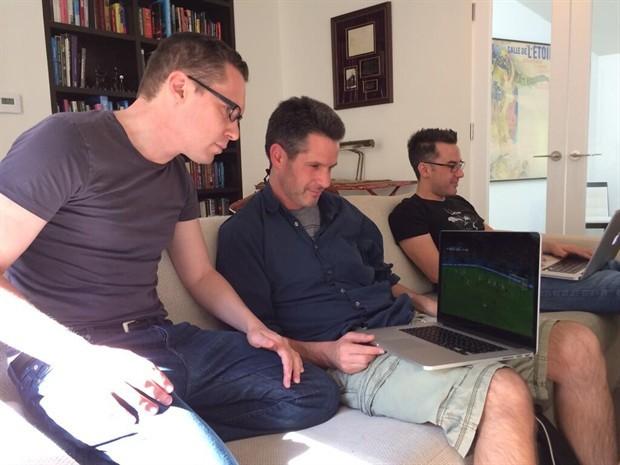 布莱恩·辛格晒《X战警:天启》剧本 暗示将继续执导该系列