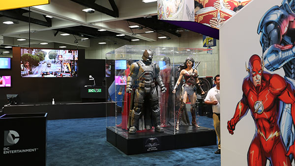 Comic-Con:《超人大战蝙蝠侠》(Batman v Superman)之蝙蝠侠战甲
