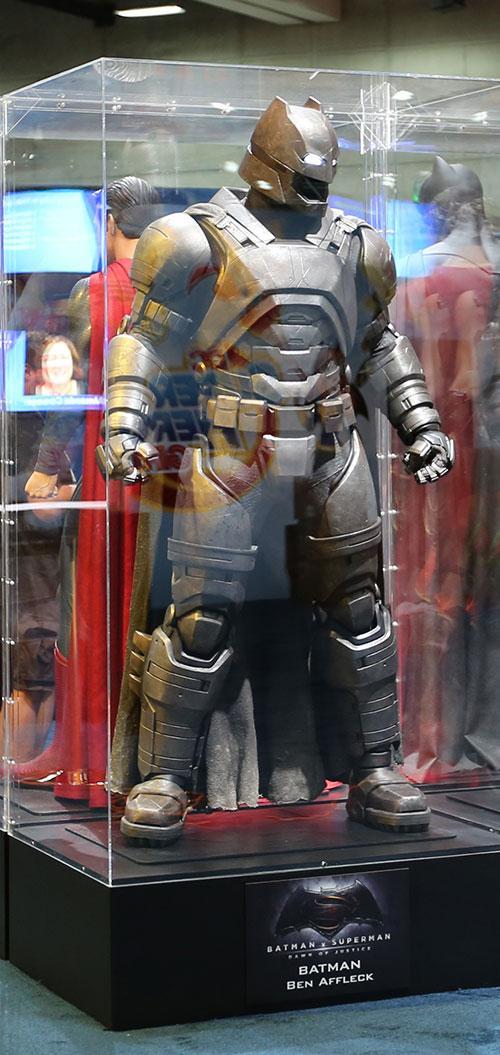 Comic-Con:《超人大战蝙蝠侠》(Batman v Superman)之蝙蝠侠战甲
