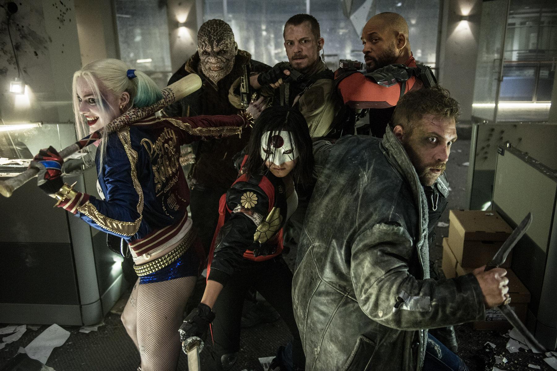 《自杀小队》发布新剧照 全队出击小丑缺席 蝙蝠侠客串细节曝光