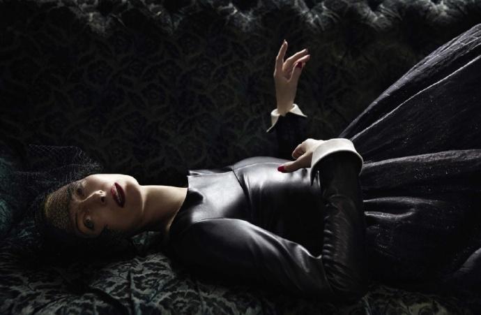 """""""女王""""蒂尔达·斯文顿(Tilda Swinton)《Vogue》新写真"""