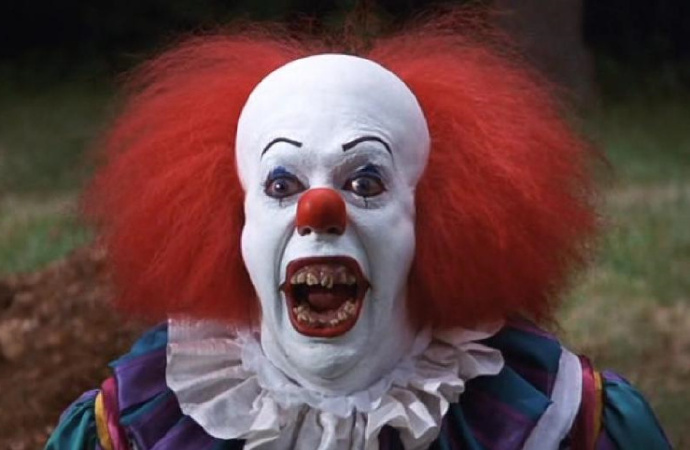 蒂姆·克里在电视剧版《小丑回魂》中塑造的小丑