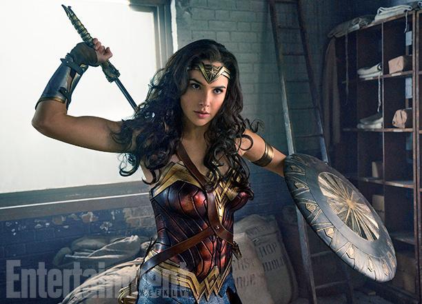 《神奇女侠》(Wonder Woman)发布全新剧照&幕后照 盖尔加朵战斗姿态出场