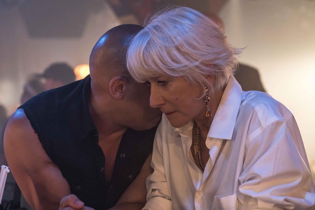 """《速度与激情8》新剧照:""""女王""""海伦·米伦与范·迪塞尔交头接耳"""