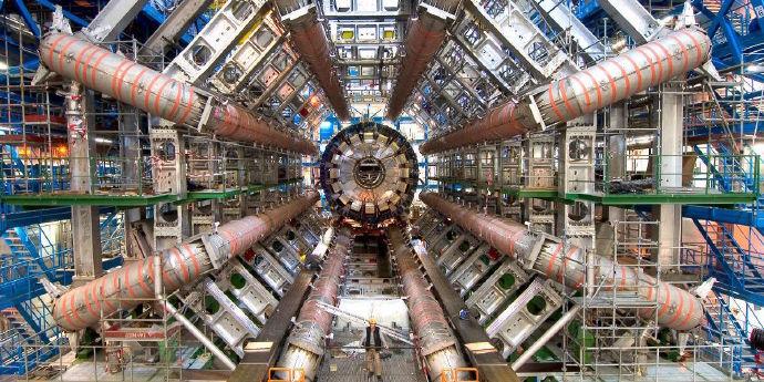 经确认《上帝粒子》(God Particle)就是《科洛弗》系列的第三部