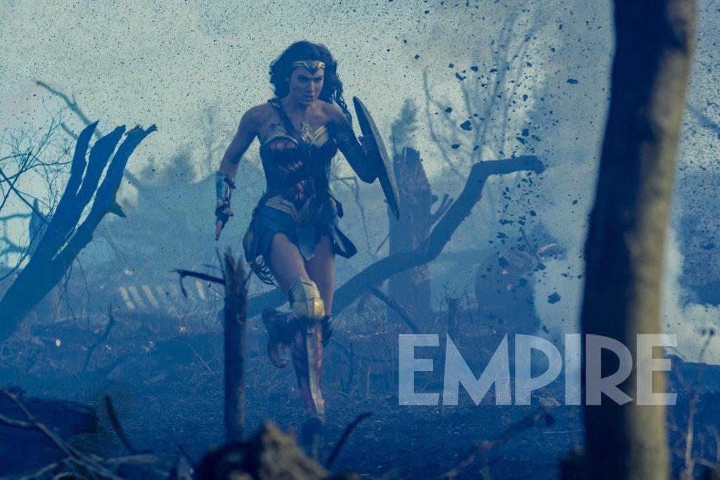 《神奇女侠》(Wonder Woman)曝光全新剧照 女侠硝云弹雨中孤军奋战