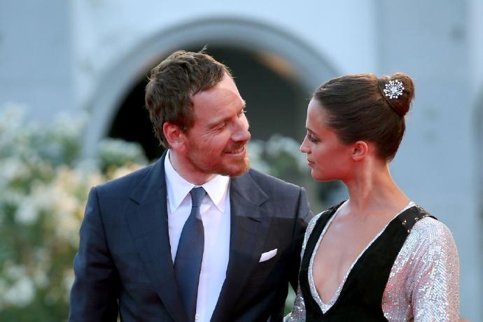 """""""法鲨""""迈克尔·法斯宾德和""""坎妹""""艾丽西亚·维坎德 要结婚了"""
