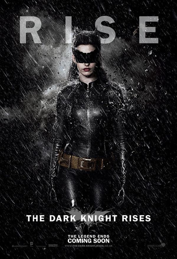 《黑暗骑士崛起》(The Dark Knight Rises)发布新角色海报 三主角沐浴黑雨