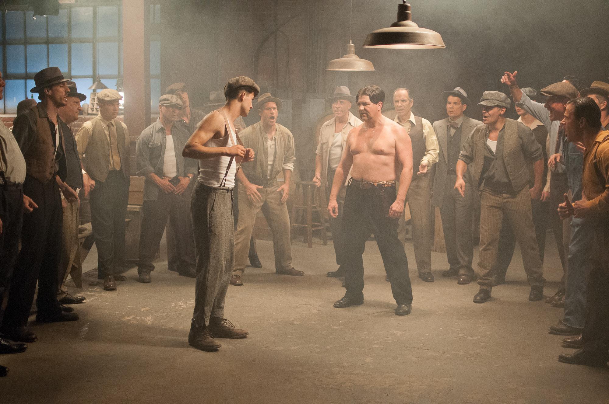 《愤怒的公牛2》首曝剧照 再现拳王童年往事 点击查看超大图