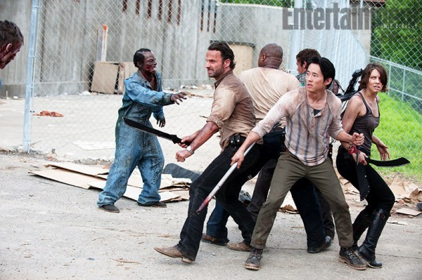 《行尸走肉》(The Walking Dead)第三季再曝新照 监狱僵尸首次露面