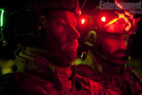 《刺杀本·拉登》(Zero Dark Thirty)乔尔·埃哲顿与纳许·艾德顿两兄弟饰演海豹突击队队员