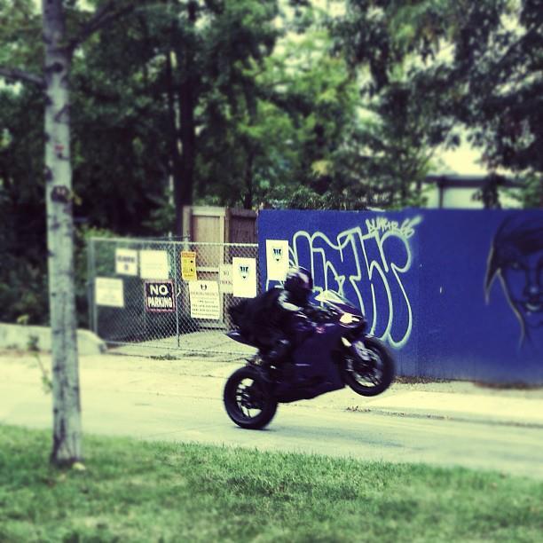 《海扁王2》(Kick-Ass 2: Balls to the Wall)海量片场照 科洛&约翰逊双双亮相
